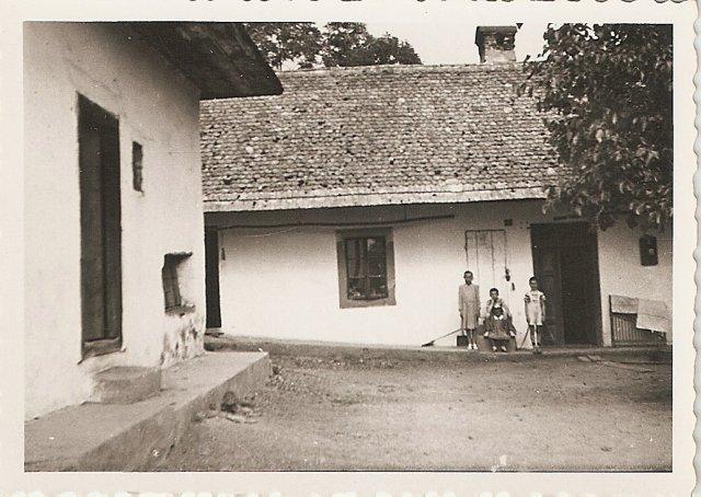 Dvorniky 1947 skola-byt