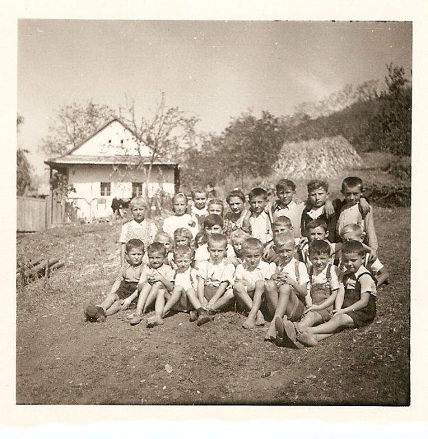 Dvorniky 1947 skola2